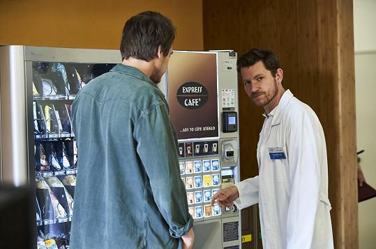 Herec v novém seriálu ztvární lékaře.