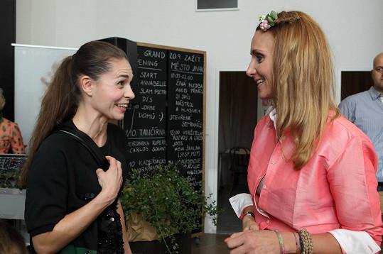 Katka v družném rozhovoru s majitelkou ekologického salonu