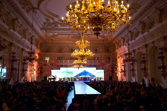 Vysoká koncentrace ženské krásy bude vestředu vprostorách Pražského hradu. Představí se nejen 24 nádherných finalistek a finalistů národního finále Schwarzkopf Elite Model Look, ale také české a slovenské topmodelky agentury Elite.