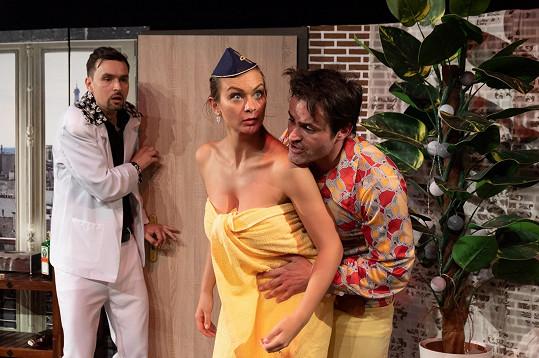 Na jevišti se Barbora předvede jen v ručníku.