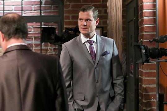 V seriálu Krejzovi se objeví jako nesympatický právník Viktor.