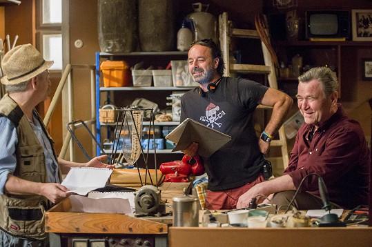 Režisér Libor Kodad (uprostřed) zamkl Suchánka omylem do pout.