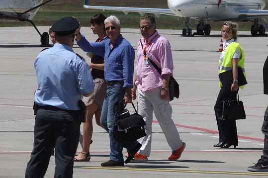 Richard Gere dnes přiletěl do Karlových Varů.