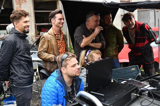 Režisérem filmu je Ivanův bratr Ondřej Trojan (vzadu uprostřed).