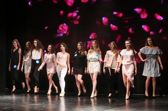Finalistky Dívky roku v jejích modelech