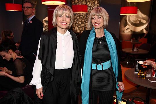 Jana Švandová a její sestra Jitka vedle sebe vypadají jako dvojčata.