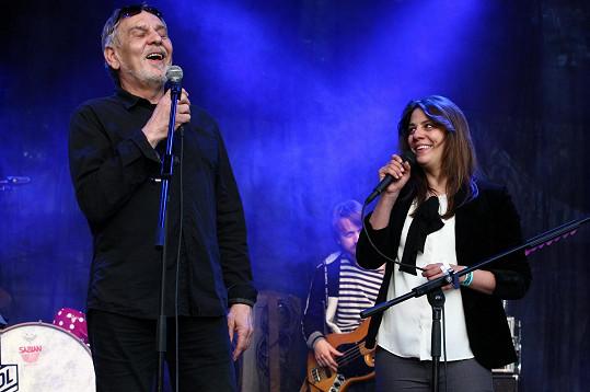 Na Koncertu pro hrdiny si zazpíval s Anetou Langerovou.