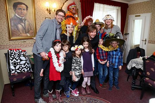 Kouzelnické triky bavily i děti Evy Decastelo a Štěpánky Duchkové.