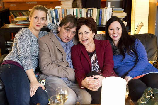 Ilona Svobodová se svou seriálovou rodinou