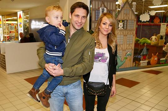 Martin Písařík se synem Patrikem a přítelkyní Michaelou
