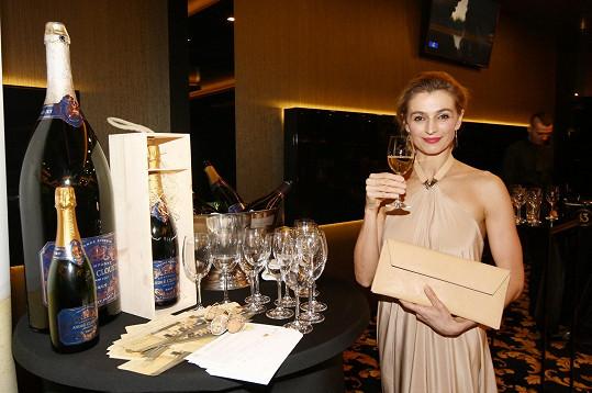 Ivana se na párty dobře bavila.