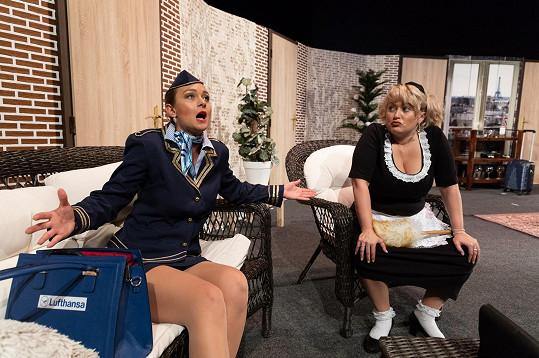 V komedii se objeví také Miluška Bittnerová a Bára Mottlová.