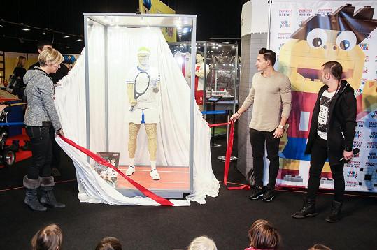 Michal Hrdlička spolu s Kateřinou Neumannovou odhalili model Martiny Navrátilové. Postava jedné z nejvýznamnějších tenistek z 50000 kostek byla vytvořena při zachování těch nejmenších detailů.