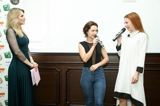 Jiřina s kolegyní Bárou Fišerovou a moderátorkou večera Lenkou Špillarovou (vlevo) v Chateau Šanov