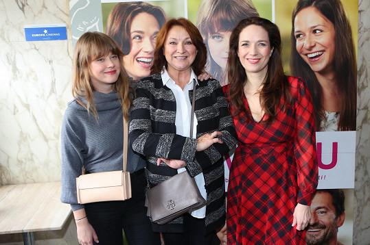 Zlata se svými filmovými dcerami, Jenovéfou Bokovou (vlevo) a Terezou Kostkovou