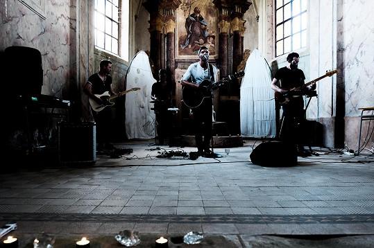 Piano založil člen zvučné indie-folkové skupiny Republic of Two Mikoláš Růžička a přizval k sobě svého bratra Štěpána Růžičku (Republic of Two), Jana Janečku (Luno, Tichonov) a Timona Svobodu (Holden Caulfield).