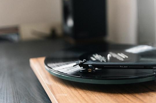 U snídaně Martina pravidelně postouchá gramofonové desky.