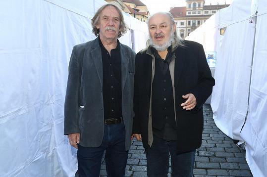 S dalším pěveckým bardem Jaromírem Nohavicou.