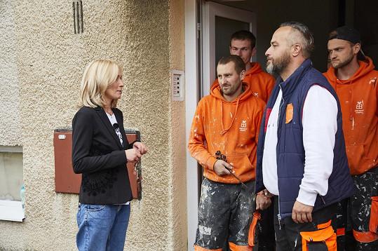 Tereza Pergnerová a tým stavařů budou rekonstruovat starý byt, který si mladík vlastními silami vylepšoval.