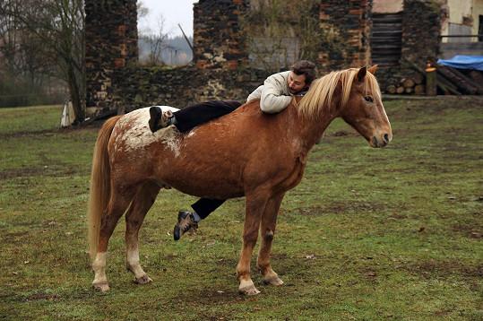 I Michal se nakonec na koně vykoupl, i když tomu předcházely dva neúspěšné pokusy.
