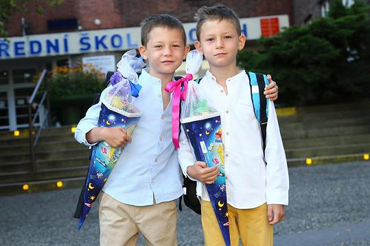 Dvojčata Štěpánky Duchkové se prý do školy těší.