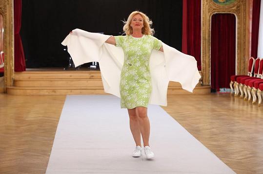 Teď se s herečkami ze seriálu Slunečná objevila na módní přehlídce.