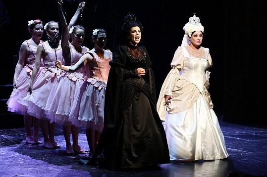 Dáda jako Bílá královna v Alence v kraji zázraků