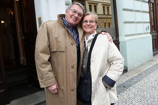 Vlastimil Harapes a Marta Vančurová se pokaždé rádi vidí.