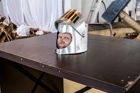 Jiří Korn také v představení Ať žijí duchové ztratí hlavu.