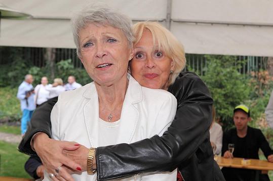 Helga Čočková s Janou Štěpánkovou, kterou viděla po delší době.