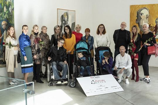 Nadační fond Be Charity se i v letošním roce spojil s butiky z pražské luxusní Pařížské ulice, aby zajistil finanční pomoc pěti konkrétním dětem s komplikovaným postižením. Třetí ročník tohoto charitativního projektu potrvá do 31. prosince 2019.