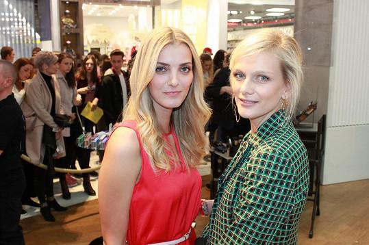 Denisa Hromkovičová Dvořáková a Zuzana Stráská na castingu soutěže Schwarkopf Elite Model Look