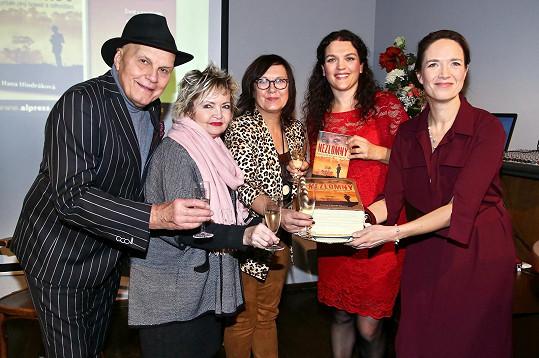 Tereza Kostková pokřtila novou knihu Hany Hindrákové společně s Janem Přeučilem, Evou Hruškovou a Kateřinou Cajthamlovou.