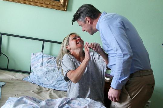 Ondřej Kavan týral svou seriálovou ženu.