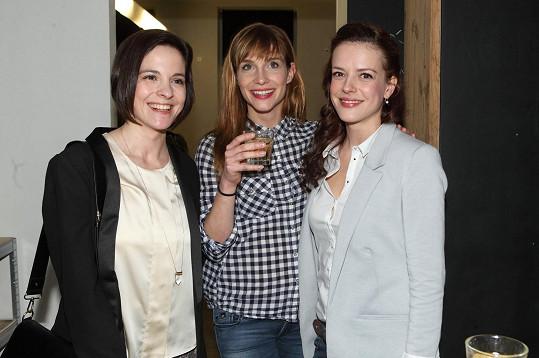 Na opětovné představení výstavy Syndrom přišly Andreu podpořit její kamarádky Kristýna Janáčková a Hanka Vagnerová.