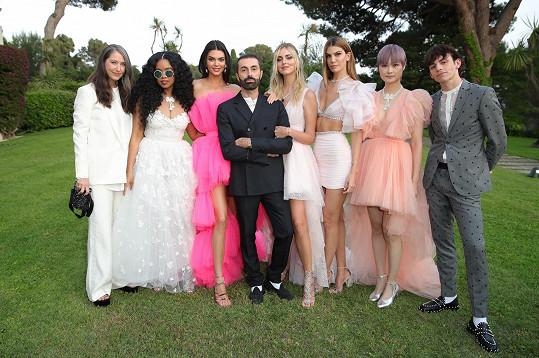 Letošní oblíbená designerská kolekce známého švédského módního řetězce bude dílem Giambattisty Valliho.