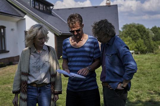 Geislerová s režisérem a Viktorem Dvořákem, jenž hraje Václava Havla.