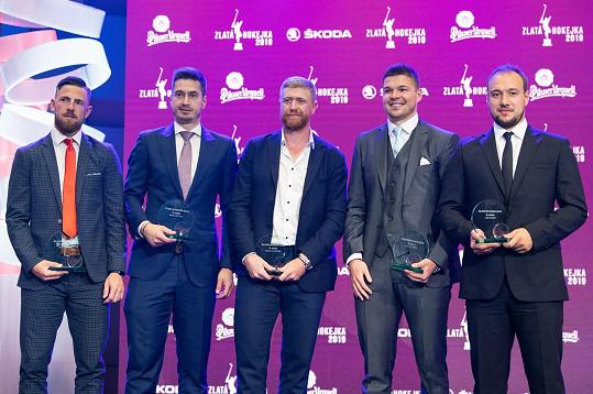 Ocenění hokejisté (zleva): Filip Hronek, David Rittich, Jakub Voráček, Tomáš Hertl a Jan Kovář během vyhlášení ankety Zlatá hokejka 2019