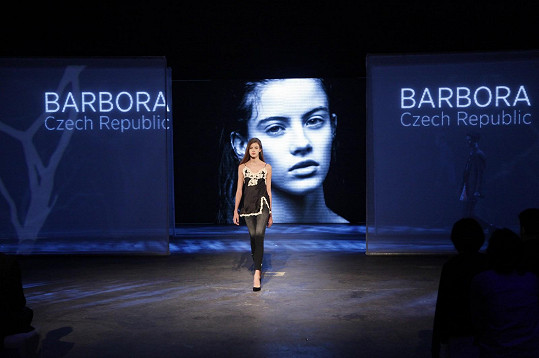 Patnáct nejlepších módních návrhářů z celého světa získalo možnost odprezentovat své modely během finálového večera přímo na finalistech.