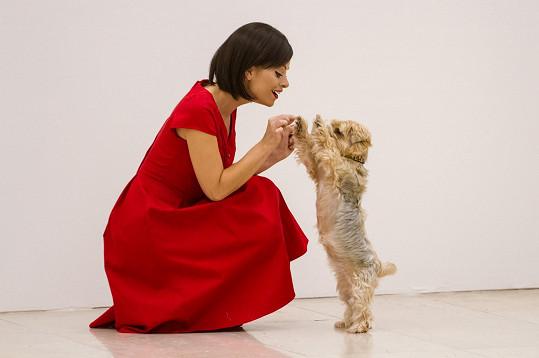 Hanka si s psíkem rozuměla.