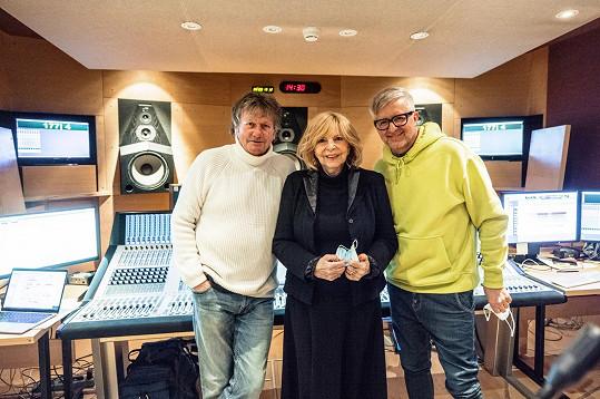 Známá trojice po 37 letech znovu nazpívala svůj hit.
