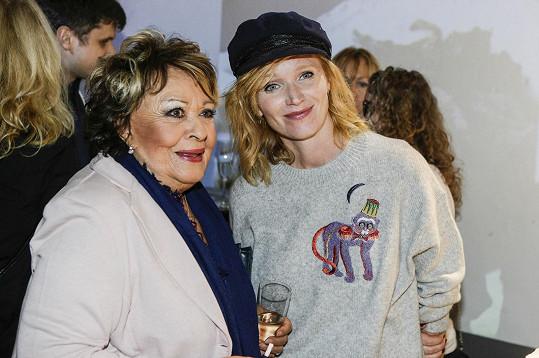 Hvězdami večírku byly Jiřina Bohdalová a Aňa Geislerová.