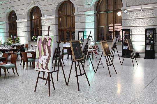 Letos se pro dobrou věc dražila většinou umělecká díla. Loni to byl ale například soukromý koncert Ivo Kahánka.