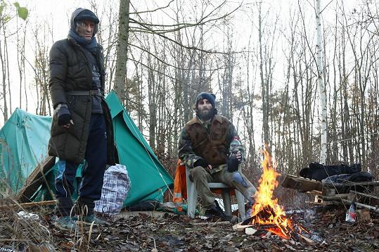 Jakub Tomeš (vpravo) hrál bezdomovce.