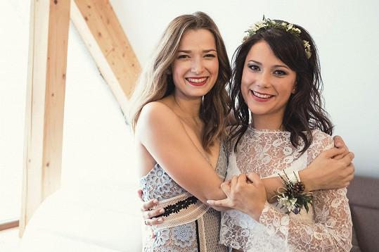 Ivana se svojí svědkyní Marikou Šoposkou, jíž také odsvědčila svatbu.