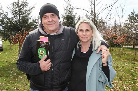 Na natáčení koncertu pod širým nebem v areálu Zoo Chleby ho doprovodila partnerka Helena Bartalošová, se kterou má syna Samuela.