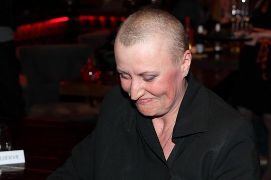 Zdeňka Pohlreichová kvůli chemoterapiím přišla o vlasy.