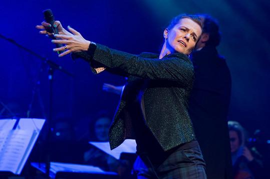 Zazpívala si duet Káva a sex s Markem Ztraceným, který hrál na klavír.