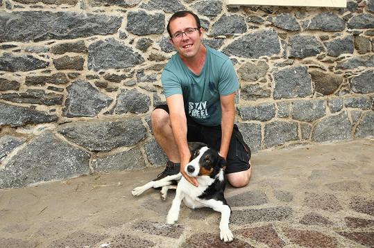 Vystudovaný zemědělec František Mařík (36) po ženě touží natolik, že je i ochoten změnit strukturu své farmy. Zatím chová ovce, hovězí dobytek, ale také husy nebo krůty.