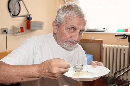 Čejka si pochvaluje jídelníček.